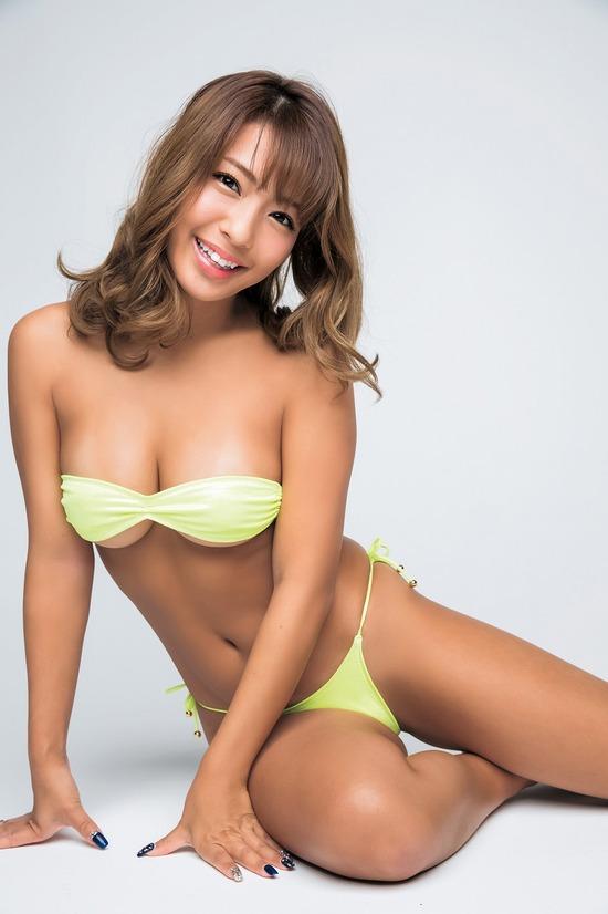 褐色の肌と美巨乳がセクシーな橋本梨菜 (10)