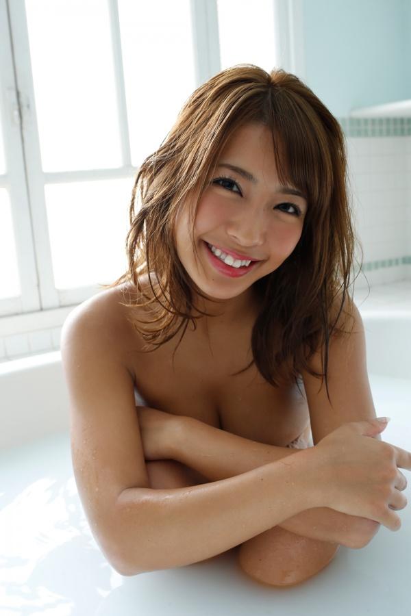 褐色の肌と美巨乳がセクシーな橋本梨菜 (18)