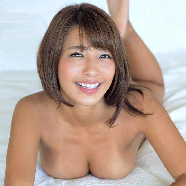 褐色の肌と美巨乳がセクシーな橋本梨菜 (1)
