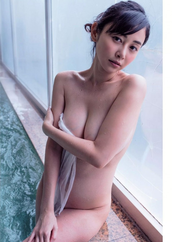 綺麗な芸能人が風呂に入ってる (11)