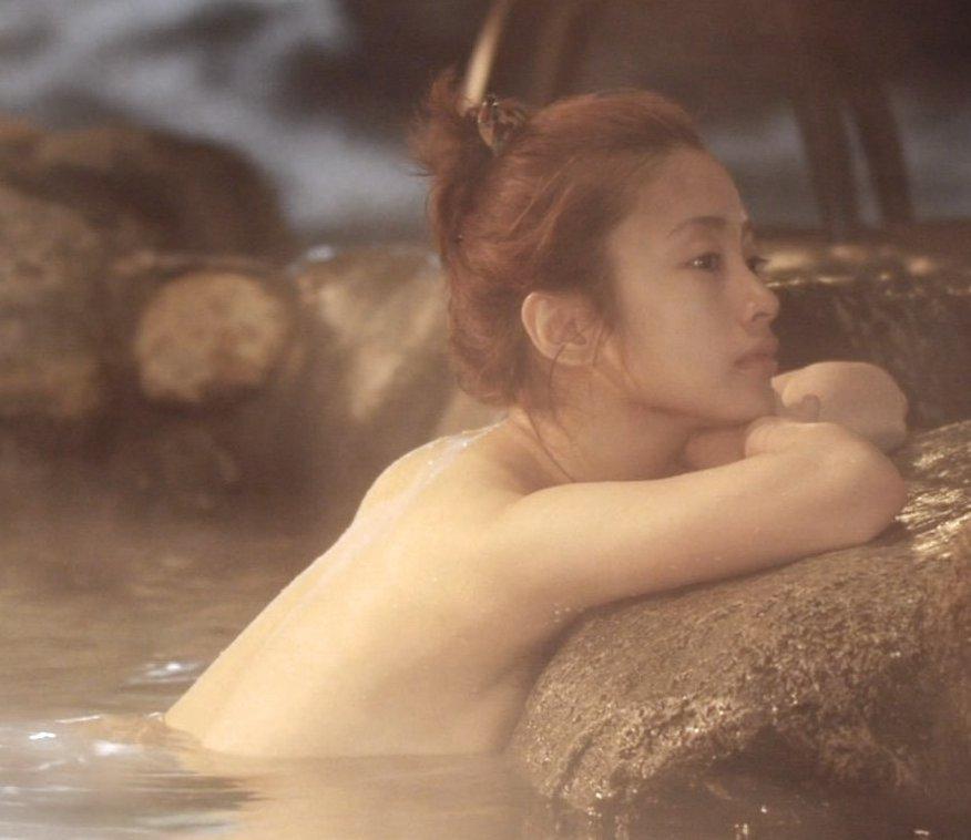 綺麗な芸能人が風呂に入ってる (15)