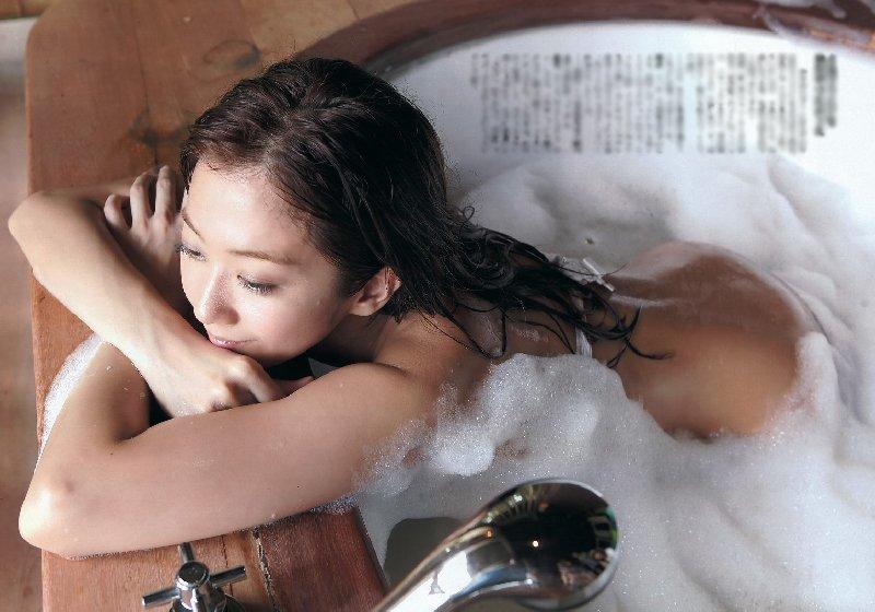 綺麗な芸能人が風呂に入ってる (14)