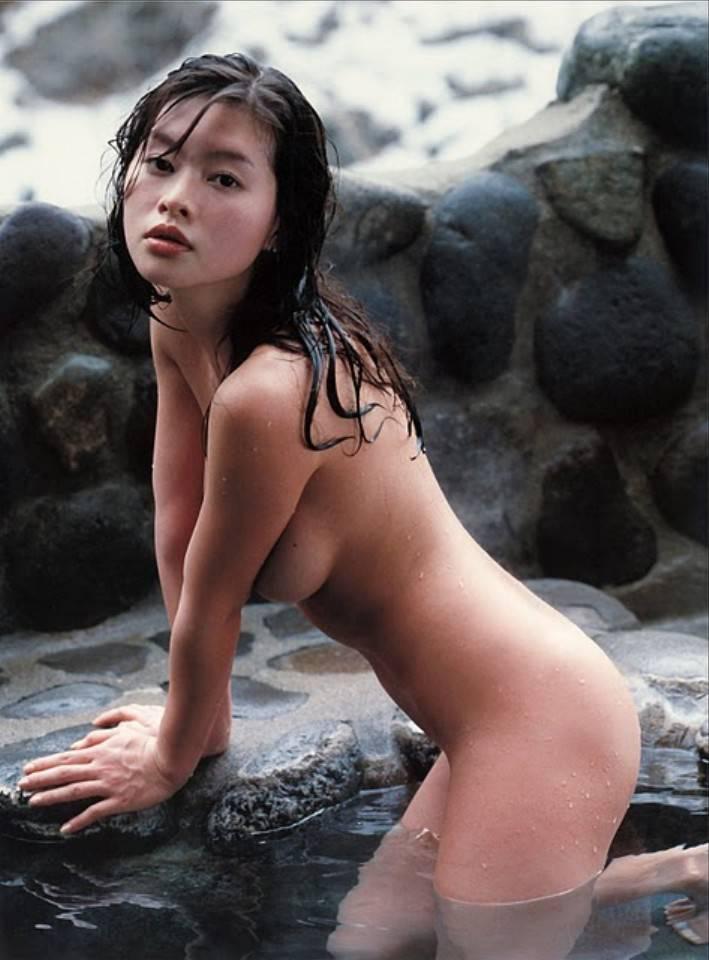 綺麗な芸能人が風呂に入ってる (7)
