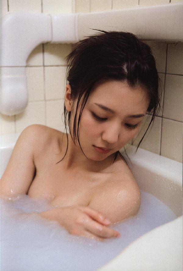 綺麗な芸能人が風呂に入ってる (19)