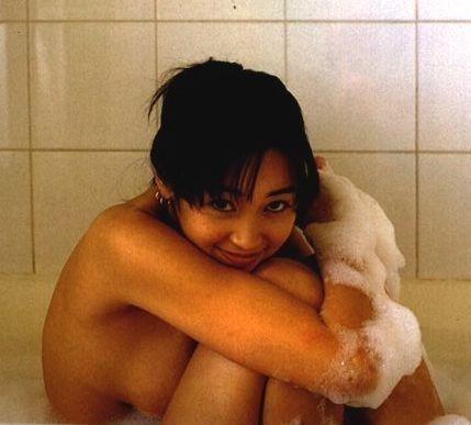 綺麗な芸能人が風呂に入ってる (6)