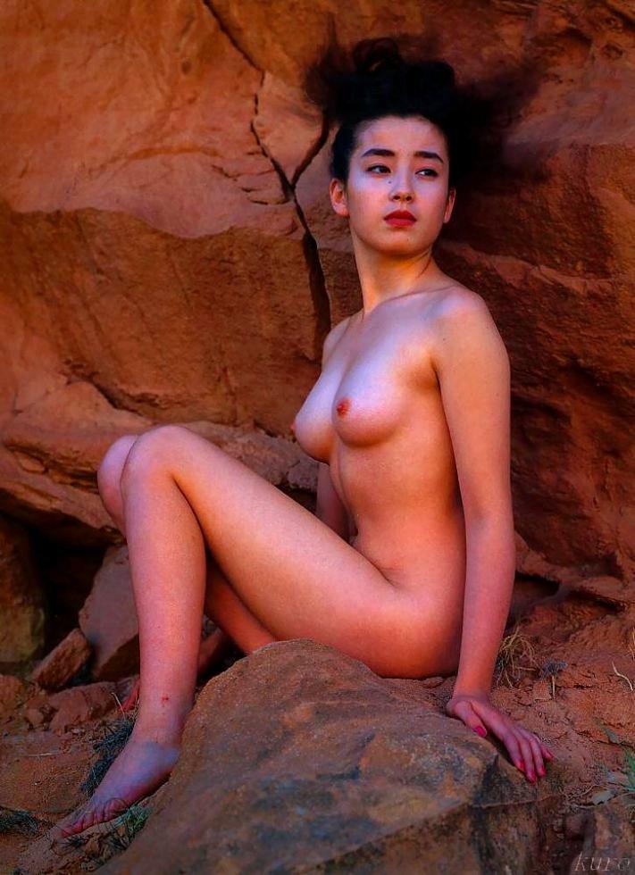 芸能人が全裸になってオッパイや股間を露出 (18)