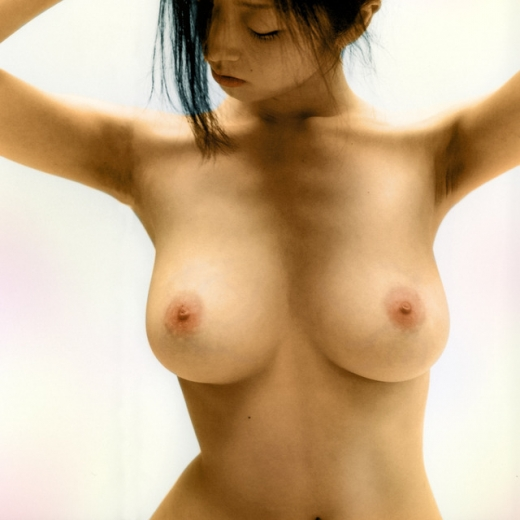 芸能人が全裸になってオッパイや股間を露出 (1)