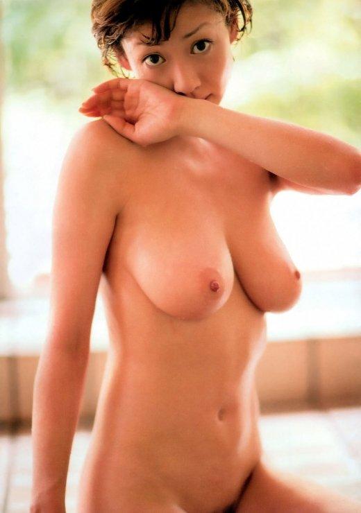 芸能人が全裸になってオッパイや股間を露出 (17)