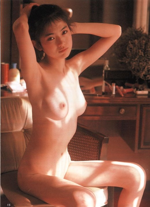芸能人が全裸になってオッパイや股間を露出 (7)