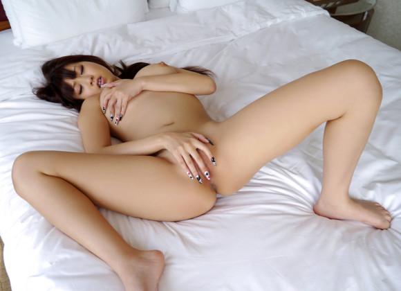 膣内に指を挿入してマスターベーション (17)
