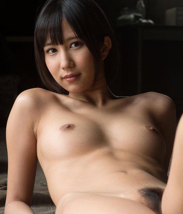 豪快に絶頂するキュートな淫乱娘、湊莉久 (1)