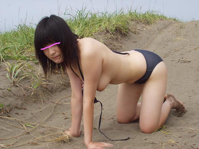 屋外で服を脱いでしまう変態さん (3)