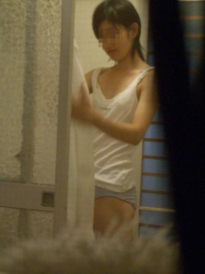 自宅で裸のまま寛いでいる素人さん (18)