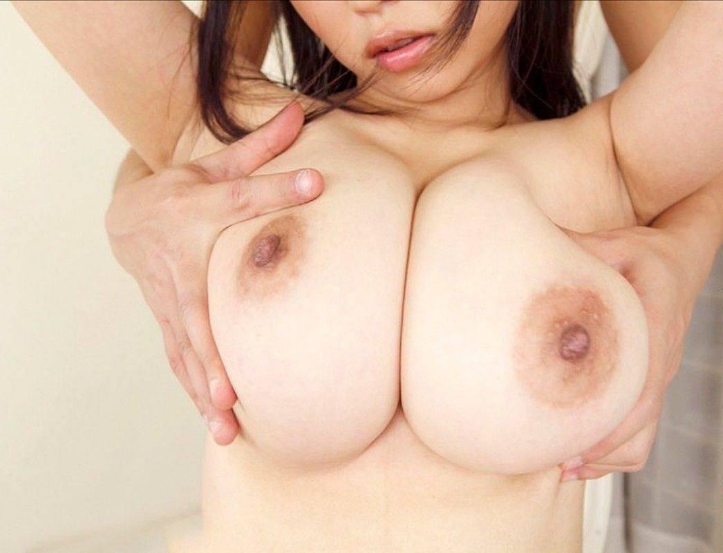デカい乳房をワシ掴みにされてる女の子 (15)