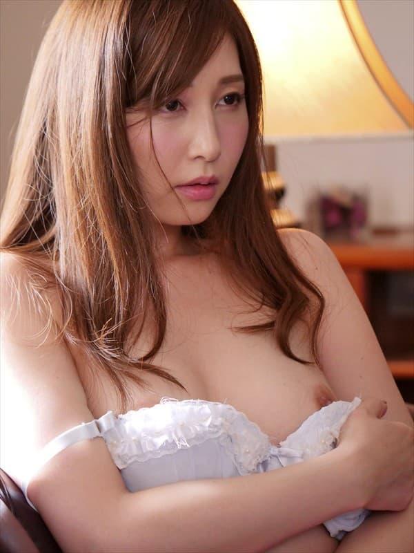 可愛い美魔女が激しくSEX、佐々木あき (18)