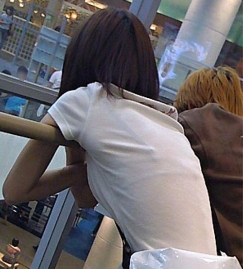 【透けブラ エロ画像】ブラジャーが透けて見えまくりな素人娘たち