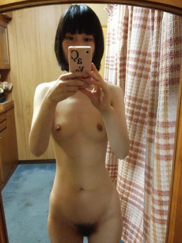 全裸の写メをSNSにアップしちゃう女の子 (10)