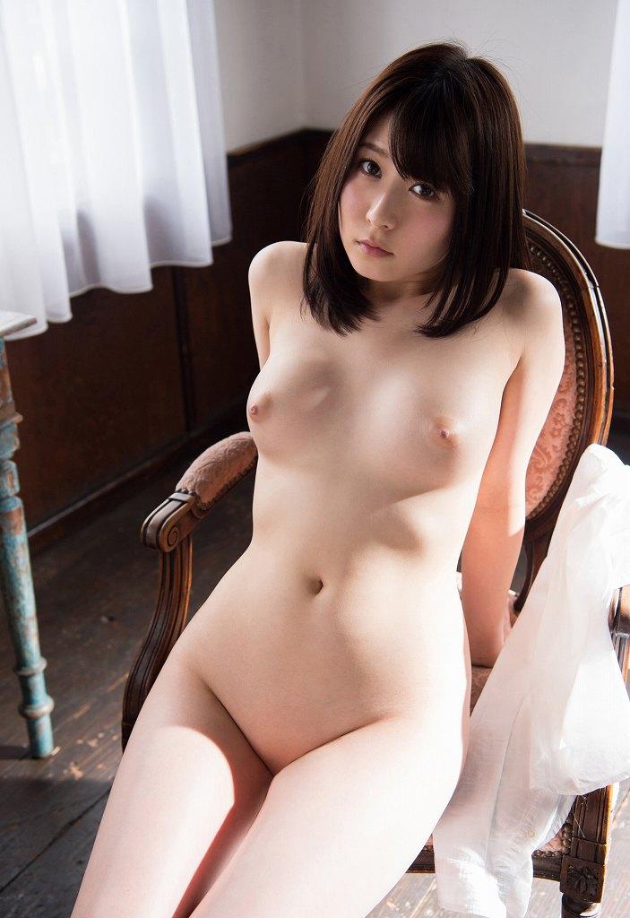マン毛が無毛な女の子のヌード (18)