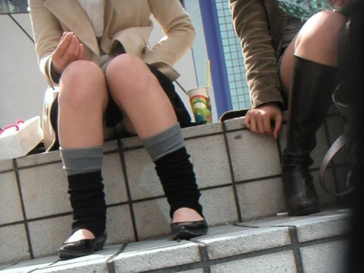 座ったら下着が丸見えになった素人さん (7)