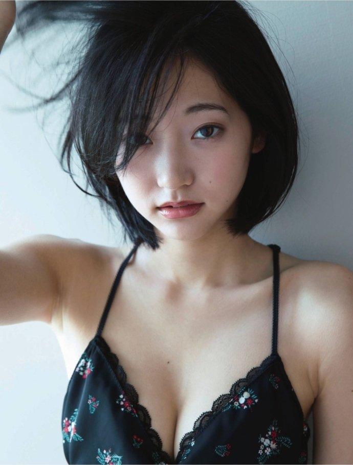 モデルも女優もする美少女、武田玲奈 (17)