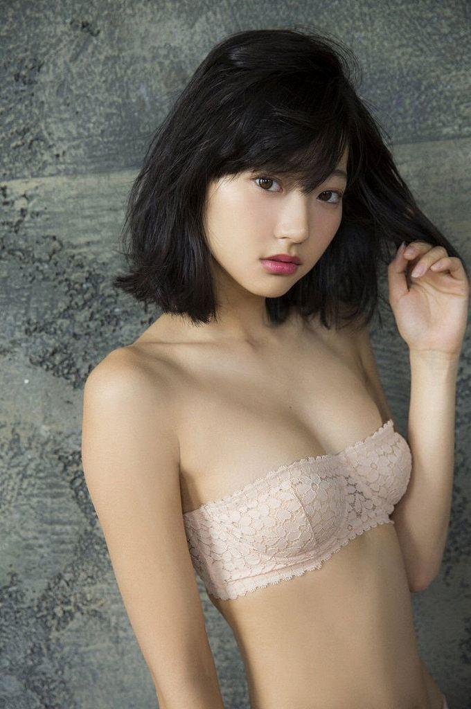 モデルも女優もする美少女、武田玲奈 (19)