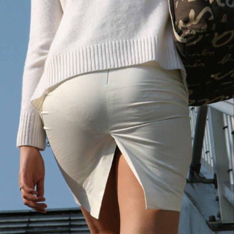 パンツやケツの形が丸わかりの素人さん (1)