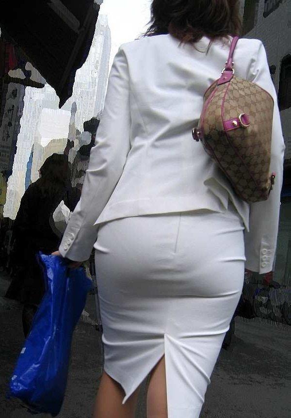 パンツやケツの形が丸わかりの素人さん (2)