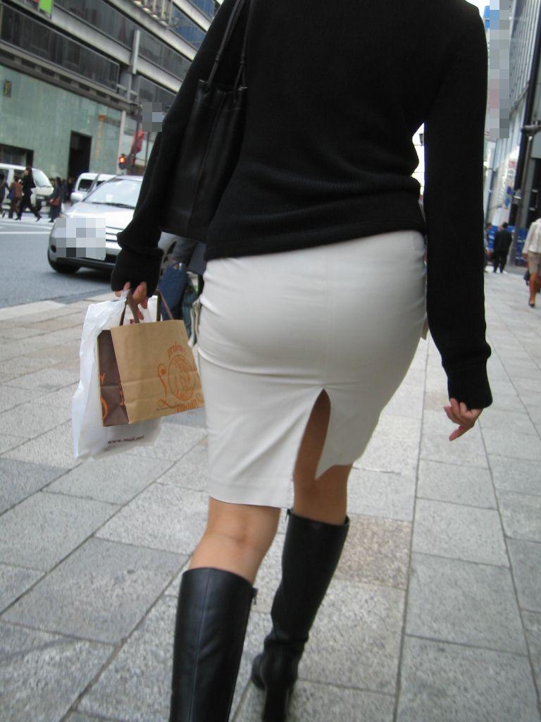 パンツやケツの形が丸わかりの素人さん (4)