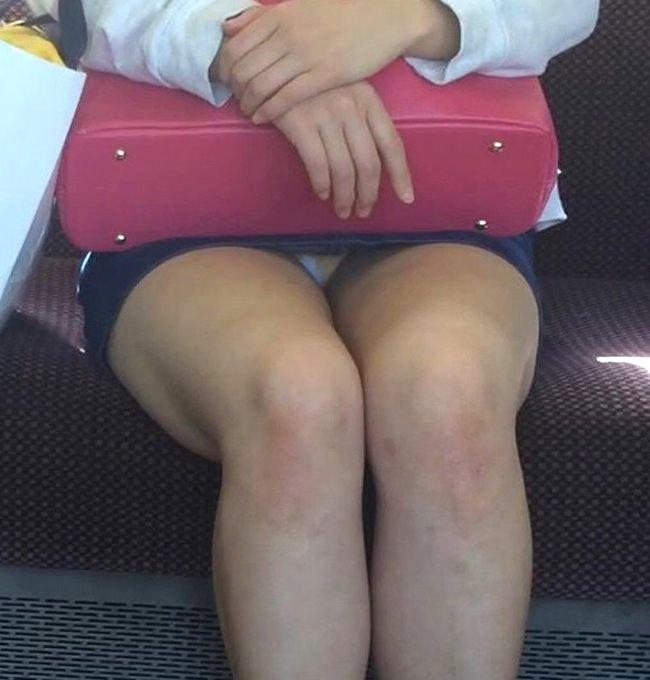 電車内でパンチラしまくる素人女性たちに出会っちゃった