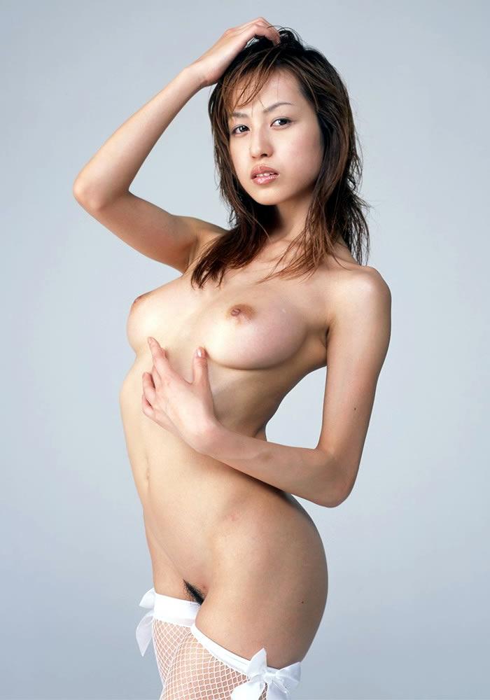 脇の下と美乳を一緒に見られる裸 (18)