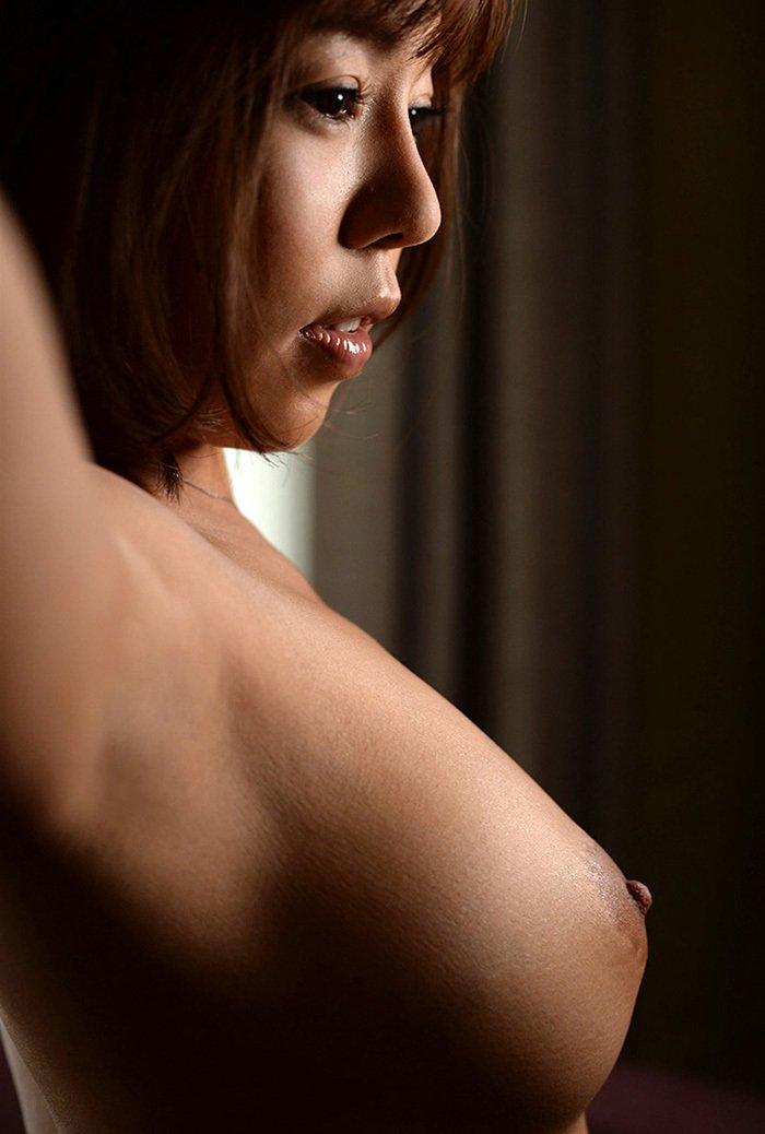 脇の下と美乳を一緒に見られる裸 (15)