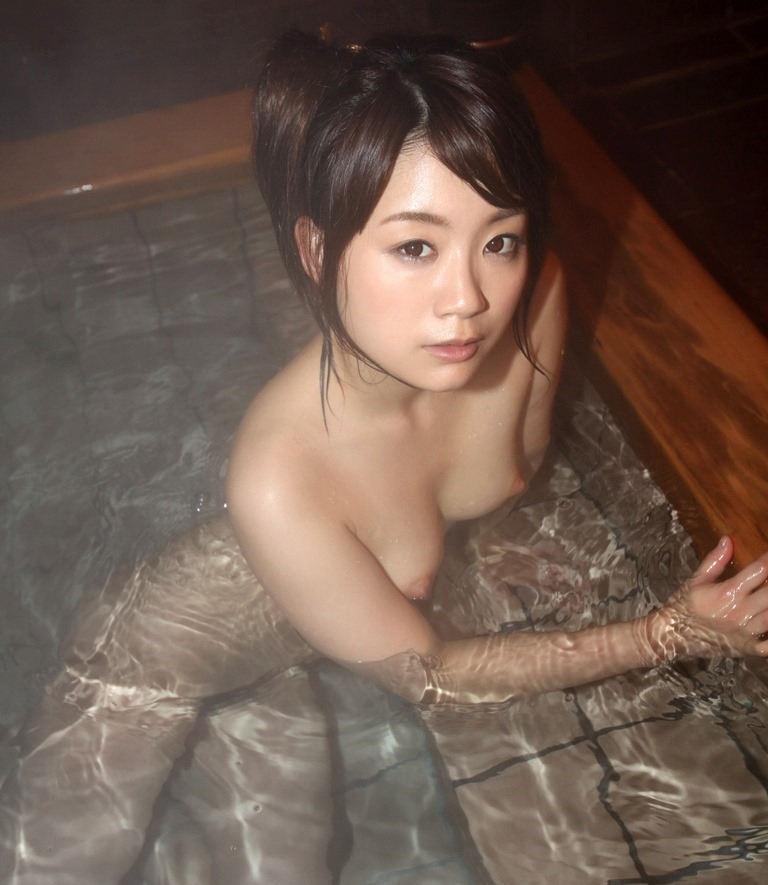 入浴中の素っ裸の美少女がエロい (5)