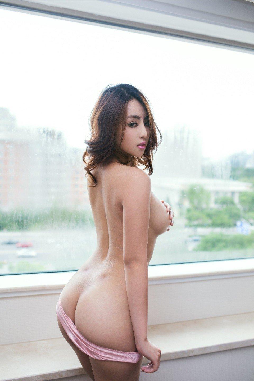 プリプリで綺麗な美尻を見せちゃう女の子 (14)