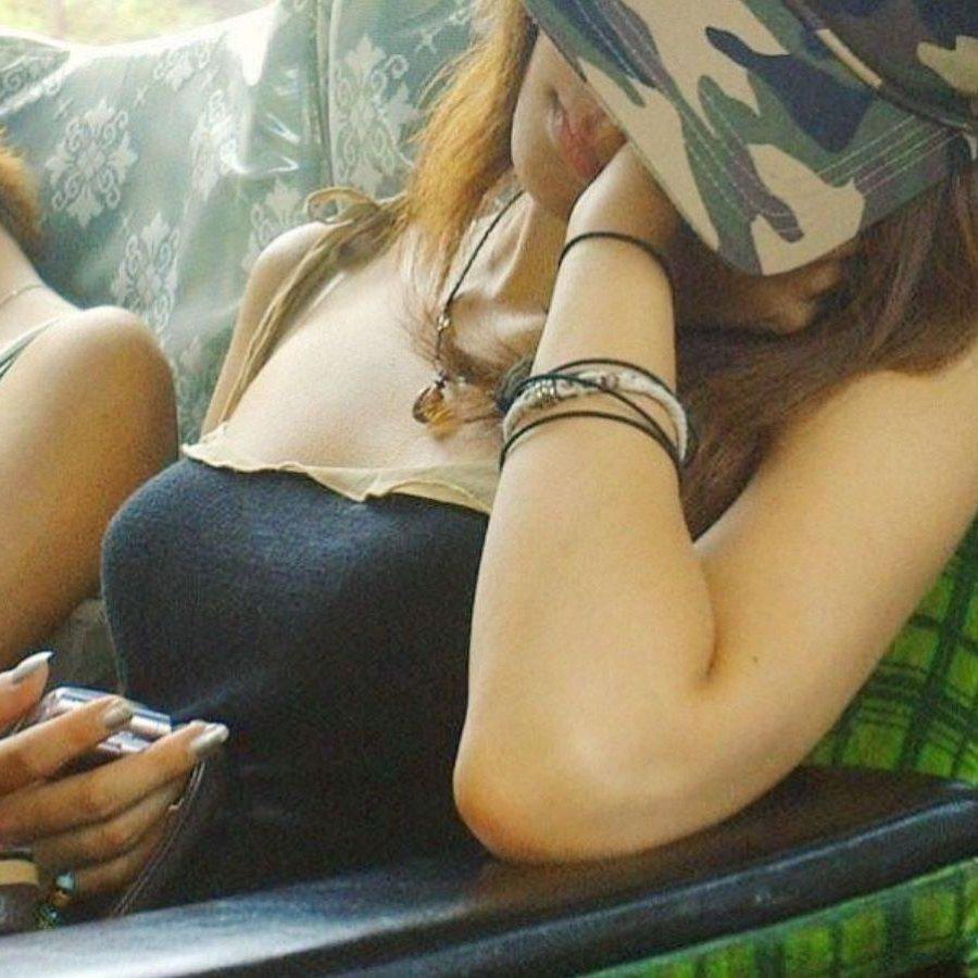 街で見かけたデカパイの女の子 (1)