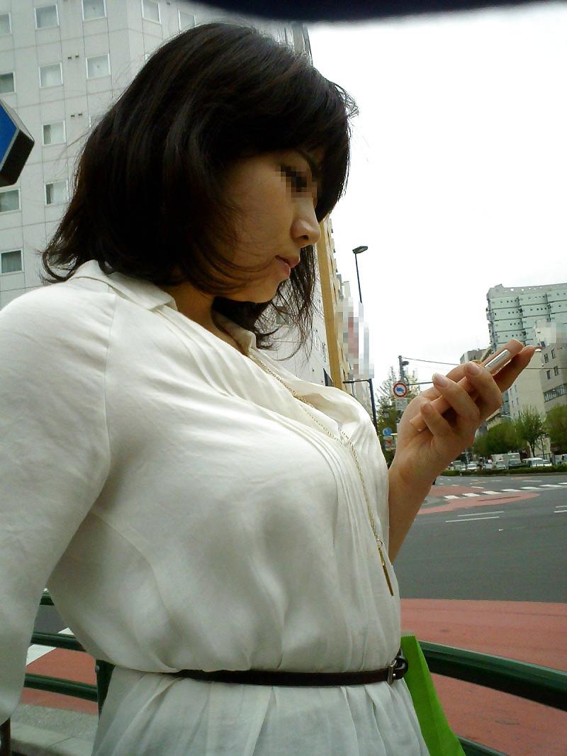 爆乳に目が離せない素人さんを街撮り (8)