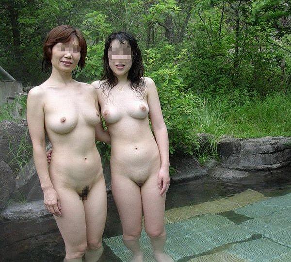 露天風呂で素っ裸のまま撮影しちゃった (12)
