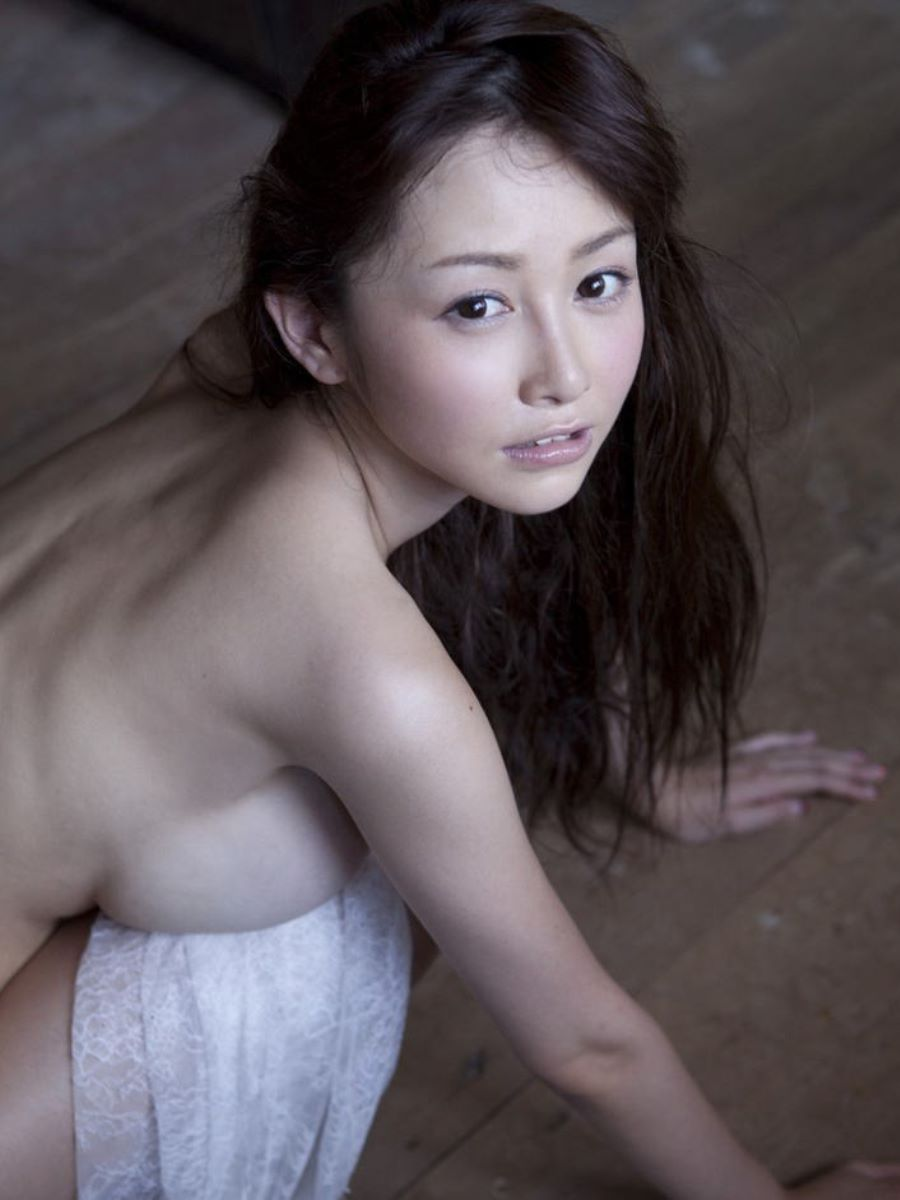 女優やグラドルの乳房が見えちゃってる (4)