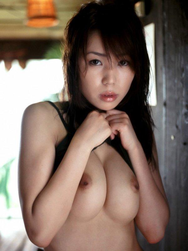 乳首が陥没してる乳房 (2)