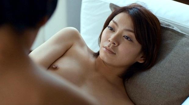 ベッドシーンで裸になる芸能人 (5)