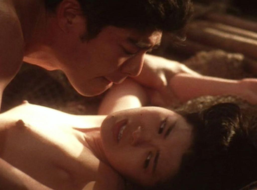 ベッドシーンで裸になる芸能人 (6)