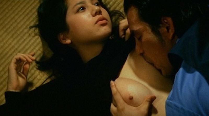 ベッドシーンで裸になる芸能人 (9)