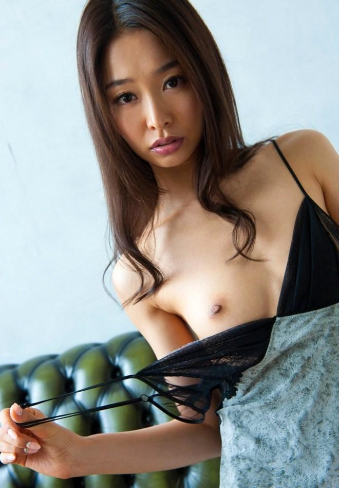 細身の熟女が濃厚SEX、夏目彩春 (6)