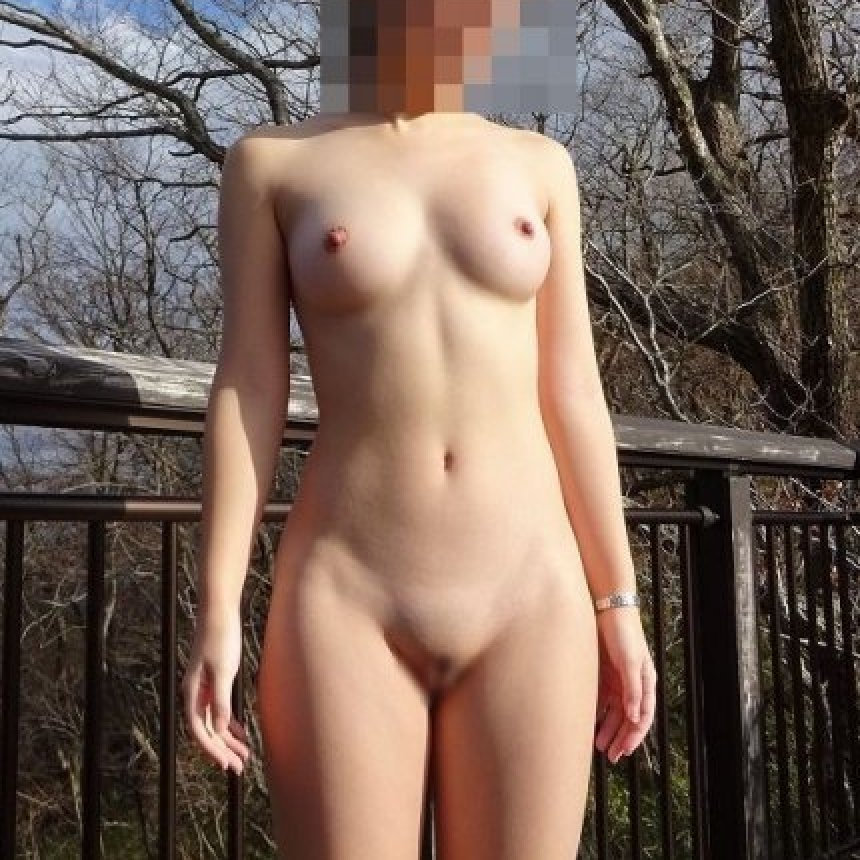 露出狂の変態さんが屋外で裸になっちゃう (1)