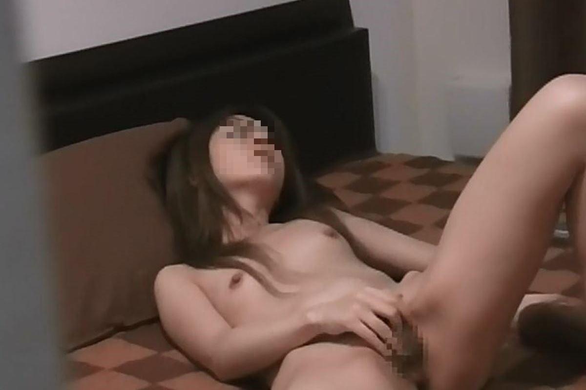 自宅でマスターベーションする女の子 (6)