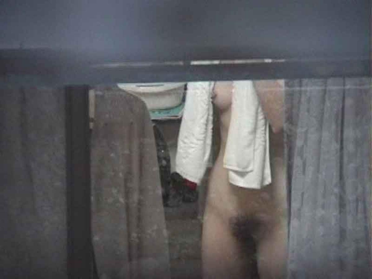 風呂場や部屋にいた裸の素人さん (8)