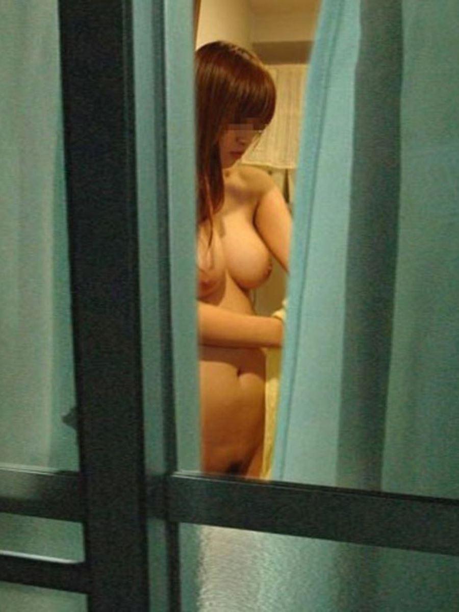 風呂場や部屋にいた裸の素人さん (12)