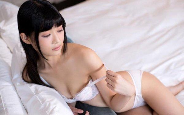 マン汁を垂らして濃厚SEX、山井すず (5)