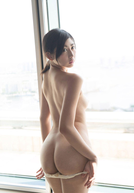 美尻も背中も綺麗なヌード女性 (7)