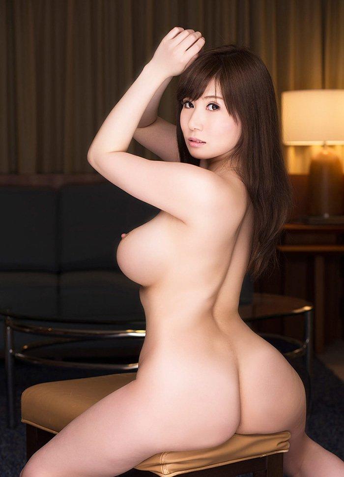 美尻も背中も綺麗なヌード女性 (6)