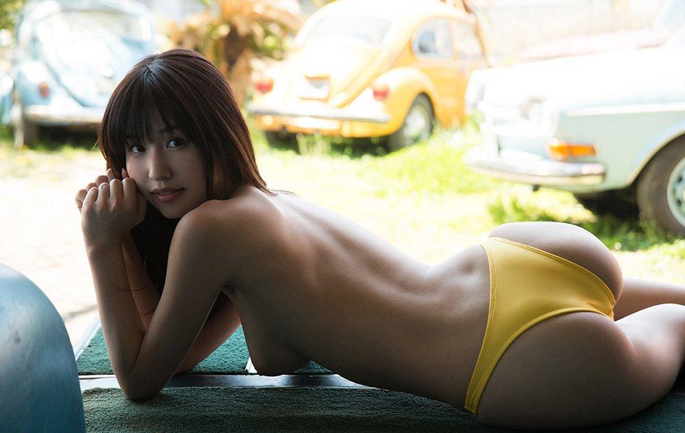 美尻も背中も綺麗なヌード女性 (11)